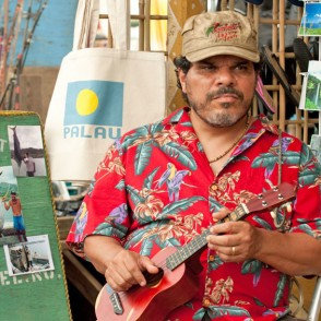 Luis Guzman in the Mysterious Island 2